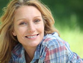 femme celibataire sourrire